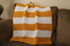 Honeybee Vintage: Yellow and White Crochet Baby Blanket-simple -ch 70-dc rows abt 6 rows per color-6 mm hook-Love the colors and nice stitch work!