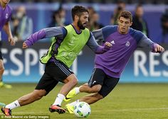 Isco (left) and Mateo Kovacic train ahead of the Super Cup
