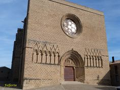 Robusta fachada de San Saturnino #artajona