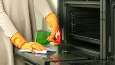 Hate cleaning your oven? We have a simple solution. Cleaning Companies, House Cleaning Services, Diy Cleaning Products, Cleaning Hacks, Limpieza Natural, Professional House Cleaning, Oven Cleaner, Good House, Home Hacks