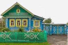 """Многие слышали о """"восьмом чуде света"""" — деревянном доме из деревни Кунара под Невьянском.Однако не все знают, что иногда (в одном городе из десяти) можно встретить деревянный дом, существенно отличающ"""