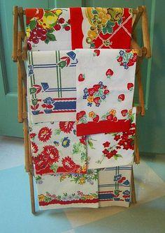 I love Vintage kitchen linens in a vintage caravan Vintage Tee, Love Vintage, Vintage China, Retro Vintage, Vintage Linen, Rustic Vintage Decor, Vintage Display, Vintage Ideas, Vintage Books