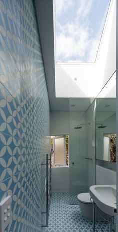 Christopher Polly Architect_Cosgriff House skylight bathroom turquoise