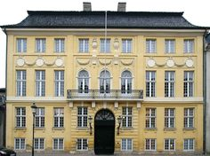 The Yellow Palais
