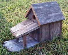 http://www.cedarcreekwoodshop.com/rusticbirdhousewporch.html #woodenbirdhouses