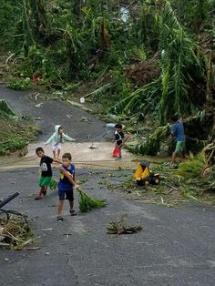 Kids clearing up the roads with their toys in Puerto Rico! Everybody's pitching in! http://ift.tt/2kdMRqs
