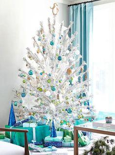Teal Christmas Decorations, Silver Tinsel Christmas Tree, Tinsel Tree, Colorful Christmas Tree, Christmas Table Settings, Modern Christmas, Simple Christmas, Christmas Home, Christmas Stuff