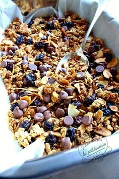 Granola au chocolat pour le petit déjeuner - The Best Breakfast and Brunch Spots in the Twin Cities - Mpls. Healthy Cereal, Healthy Snacks, Healthy Recipes, Breakfast Healthy, Cas, Bowl Cake, Diabetic Desserts, Easy Cooking, Gourmet Recipes