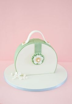 How to make a purse cake | CakeJournal | How to make beautiful cakes, sweet cupcakes and delicious cookies