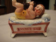VINTAGE SALT & PEPPER JAPAN SHAKERS ROCKABY BABY 2 PIECE SHAKER SET LOVELY SET