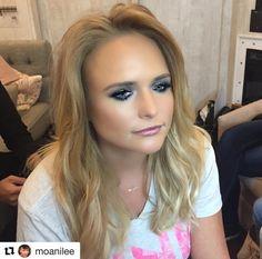 Gorgeous Miranda Blake, Blake Shelton Miranda Lambert, Country Female Singers, Country Music Artists, Kelly Clarkson, Celebs, Celebrities, Dimples, Woman Crush