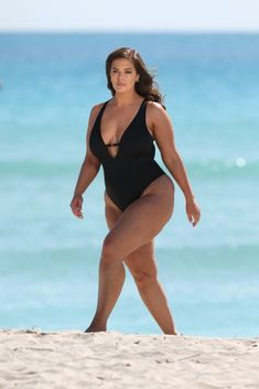 Ashley Graham's Swimsuits For All Campaign Has Zero Retouching Ashley Graham Fotos, Ashley Graham Instagram, Ashley Graham Style, Ashly Graham, Thick Girl Fashion, Curvy Women Fashion, Petite Fashion, Swimsuits For All, Plus Size Swimsuits