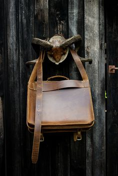 geanta business din piele naturala Old School - genuineleather. Leather Bags, Old School, Fashion Backpack, Laptop, Backpacks, Leather Tote Handbags, Leather Formal Bags, Backpack