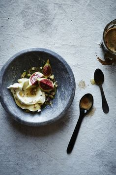 figs and mascarpone cheese with honey and pistachios / ph: Iain Bagwell / styling: Katelyn Hardwick Prop Styling: Ginny Branch Food Porn, Gnocchi, Food For Thought, Food Styling, Food Inspiration, Sweet Recipes, Love Food, The Best, Food Photography