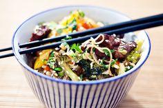 Bunte Gemuese Reisnudelpfanne mit Suzhou-Tofu