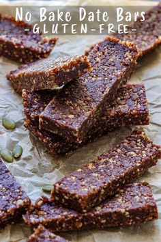 This is the best no bake date bars recipe you'll find! Only 6 ingredients and 5 minutes is all it takes to make them. Plus, these date bars are also naturally gluten free and suitable for vegans! Homemade Desserts, Gluten Free Desserts, Dairy Free Recipes, Easy Desserts, Vegan Recipes, Vegan Desserts, Delicious Recipes, Beef Recipes, Cake Recipes