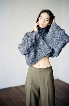 LA COOL & CHIC : Photo - somehow she rocks the sweater. I have the same one and I can't pull it off. Lol