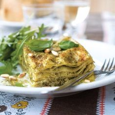 A vegetarian lasagne recipe that& unbelievably light and so simple to prepare, the home made pesto mixes wonderfully well with the ricotta cheese. Vegetarian Lasagne, Vegetarian Recipes, Cooking Recipes, Grill Recipes, Savoury Recipes, How To Make Lasagne, How To Cook Pasta, Pesto Lasagna, Pesto Pasta