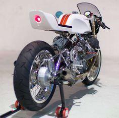 Moto Guzzi 1100 Sport Cafe Racer - Claude Battheu #motorcycles #caferacer #motos | caferacerpasion.com