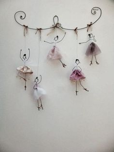 Balerina tutu it's wonderful 16 DIY White Christmas Decorations for the Home Chorus line doodler Discover recipes, home ideas, style inspiration and other ideas to try. Great DIY wall art for amelia 43 wire art sculptures ready to emphasize your space – Wire Crafts, Diy And Crafts, Crafts For Kids, Arts And Crafts, Paper Crafts, Kids Diy, Decor Crafts, Wire Art, Wire Jewelry