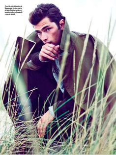 Seul sur une plage, le mannequin Sean O'Pry, l'un des plus demandés du moment, joue l'homme solitaire pour le numéro d'octobre du magazine GQ espagnol