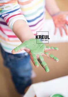 Mit Farbe matschen, malen und mischen. Fingerfarbe von KREUL.