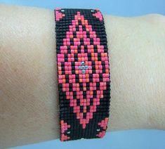 HB103 Loom Bead zwart en Cranberry armband