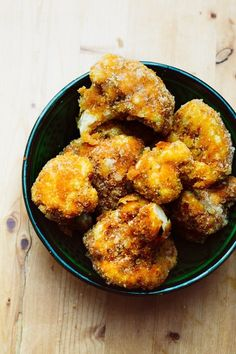 The Best Vegan Kentucky Fried Cauliflower Vegan Cauliflower, Cauliflower Recipes, Vegan Junk Food, A Food, Vegan Egg Replacement, Fish Bites, Kentucky Fried, Kfc, Food Processor Recipes