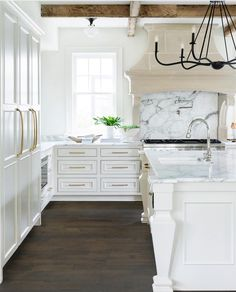 Am I dreaming or does this kitchen really exist somewhere?! by @briahammelinteriors