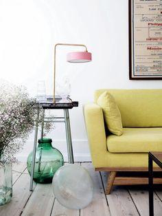 Julie Sasha Lee Dann intérieur  | ELLE.dk Canapé jaune