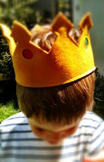 Gorgeous but simple felt crown - perfect for imaginative roleplay for boys and girls alike.