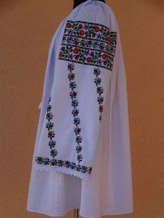 Bibs With Sleeves, Ribbed Top, Types Of Shirts, Cross Stitch Patterns, Kimono Top, Girls Dresses, Embroidery, Chic, Model