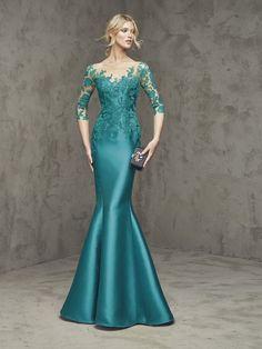 Clássicos são clássicos porque nunca saem de moda. No quesito Vestidos para a mãe da noiva e do noivo, o longo na cor azul ou verde é tão procurado que já se consagrou como um clássico. Escolha certeira e sempre em cena. Mas para aquelas mães que gostam de inovar, as tendências da moda festa …