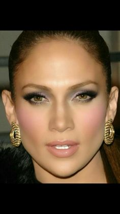 Glittery Smokey Eye Makeup Look - Calculating Infinity Jlo Makeup, Beauty Makeup, Hair Makeup, Hair Beauty, Maquillaje Jennifer Lopez, Jennifer Lopez Makeup, Makeup Trends, Makeup Ideas, Maquillage Jlo