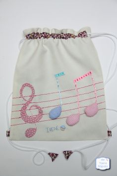 Una mochila muy musical String Bag, Fabric Bags, Wash Bags, Kids Bags, Clutch, Cute Bags, Cotton Bag, Favor Bags, Handmade Bags