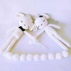 Ovejitas blancas 🐑🐑 para un viernes negro...😊 .. ................... Shop: ☆artesesa.bigcartel.com☆ .................... .. #artesesa#amigurumi#amigurumis#muñecos#dolls#regalos#babyroom#kidsdeco#juguete#toy#juguetes#toys#ovejas#baby#maternidad#mibebé#mybaby#babyfashion#niñas#babytoy#babydecor#instababy#kinderzimmer#mamafeliz#barnrumsinspo#babygirl#decokids#dscolor#complementos#blanco