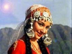 film actress sharmila taigore in film shoot in Kashmir