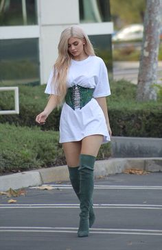 October 17th, 2016 - Kylie out in LA