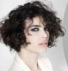 Coiffure de cheveux bouclés courts chez Franck Provost - Marie Claire