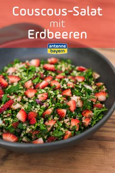 Exklusiv: Schuhbecks Erdbeer-Rezept Deluxe: Couscous-Salat mit Erdbeeren Couscous salad with strawbe Smoothie Recipes, Salad Recipes, Healthy Recipes, Easy Salads, Easy Meals, Pesto, Cottage Cheese Salad, Seafood Salad, Couscous Salad
