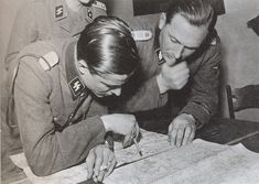 Joachim Peiper and Theodor Wisch Luftwaffe, Joachim Peiper, Invasion Of Poland, Ww2 Uniforms, Germany Ww2, War Photography, The Third Reich, Portraits, World War Two