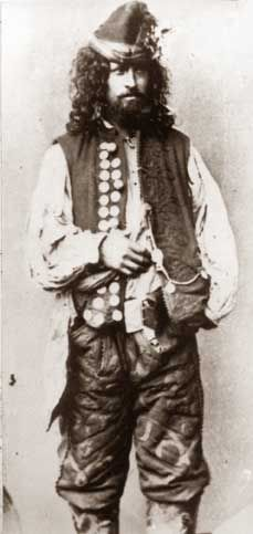 "Gypsy-kèldèrarka. Second half of the 19th century. Screenshot from ""Narodoznavči Zoŝiti"" (No. 3-4, 2005).  Kèldèrar. the year 1865. Image from the book of e. Ficovskogo ""Gypsies in Poland""."
