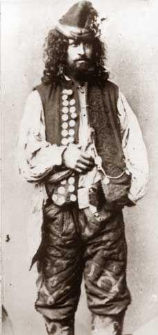 "Gypsy-kèldèrarka. Second half of the 19th century. Screenshot from ""Narodoznavči Zoŝiti"" (No. 3-4, 2005).  Kèldèrar. the year 1865. Image from the book of e. Ficovskogo ""Gypsies in Poland""."