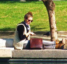Joven chilena en el parque Bustamante. Jeune chilienne dans le Parc Bustamante. Santiago du Chili