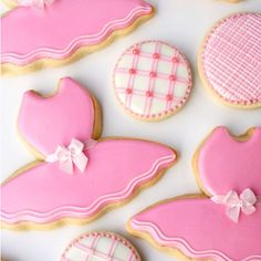 « Cookie decorating schedule (free printables) & ballet tutu cookies #ontheblog Happy weekend baking and decorating! http://sweetopia.net/2011/11/cookie-… »