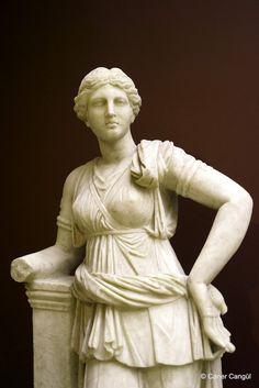 Ay Orman ve Ev Tanrıçası: Artemis'in Heykeli / İstanbul Arkeoloji Müzesi