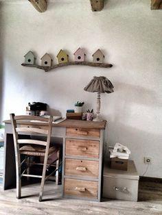 J'aime beaucoup les petites maisons sur la branche. Pourquoi pas le bureau des enfants dans la même pièce?