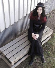 Mallina Ramiina: https://www.facebook.com/pages/Rambo-Levy/668167879885567?fref=ts  Kuvaajana Shadou: http://seurallinenerakko.blogspot.fi/