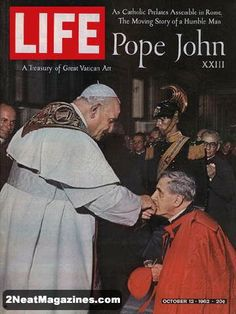 Life Magazine October 12, 1962 : Fold-out cover - Cardinal kisses the Pope's ring, fold-out photo