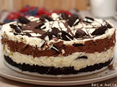 Oreo cheese cake with chocolate mousse. My very favorite cake! Pudding Desserts, Cookie Desserts, No Bake Desserts, Just Desserts, No Bake Oreo Cake, Norwegian Food, Icebox Cake, Oreo Cheesecake, Occasion Cakes